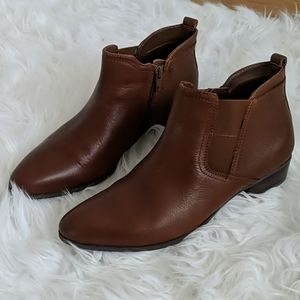 Naturalizer Becka ankle booties 8W